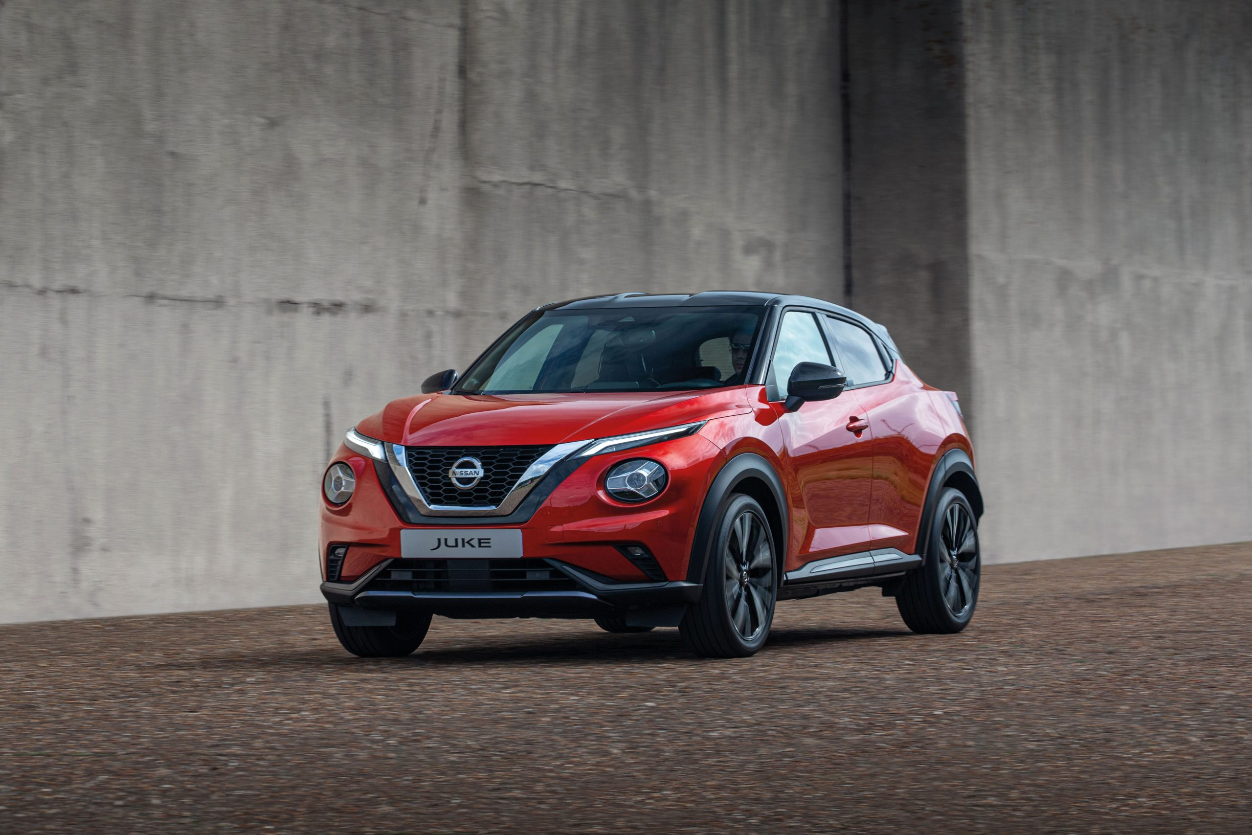 Nissan Juke 2, in red in the city